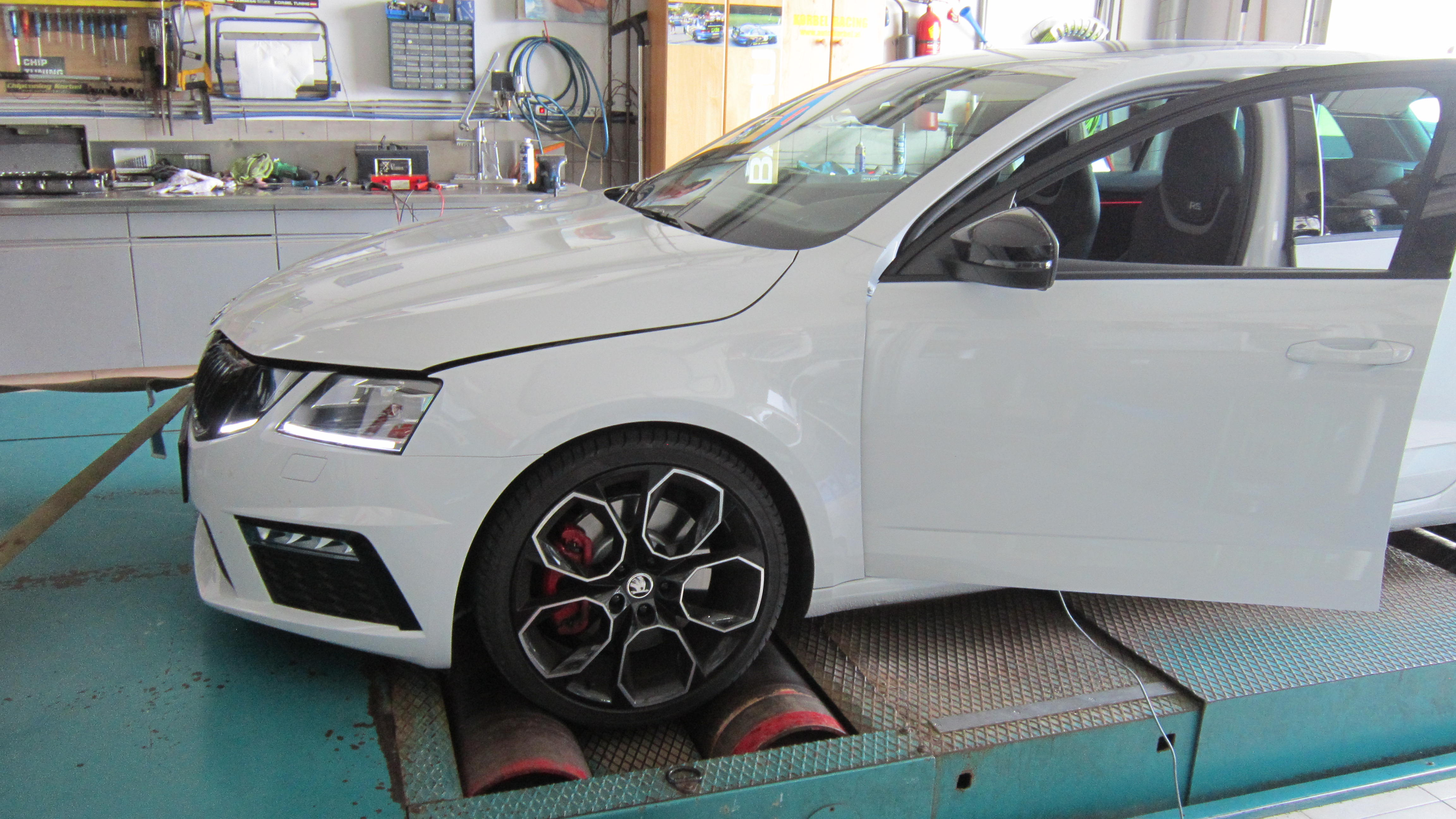 CHIPTUNING Skoda Oktavia 2.0TFSI Euro 6 Mit Filter 245 PS